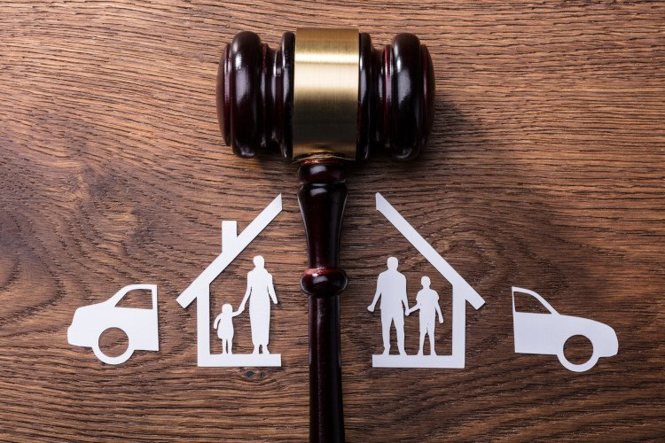 Going Through a Split? 5 Big Reasons You Need a Divorce Lawyer